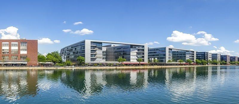 Blick auf die Hafencity Duisburgs an der Ruhr