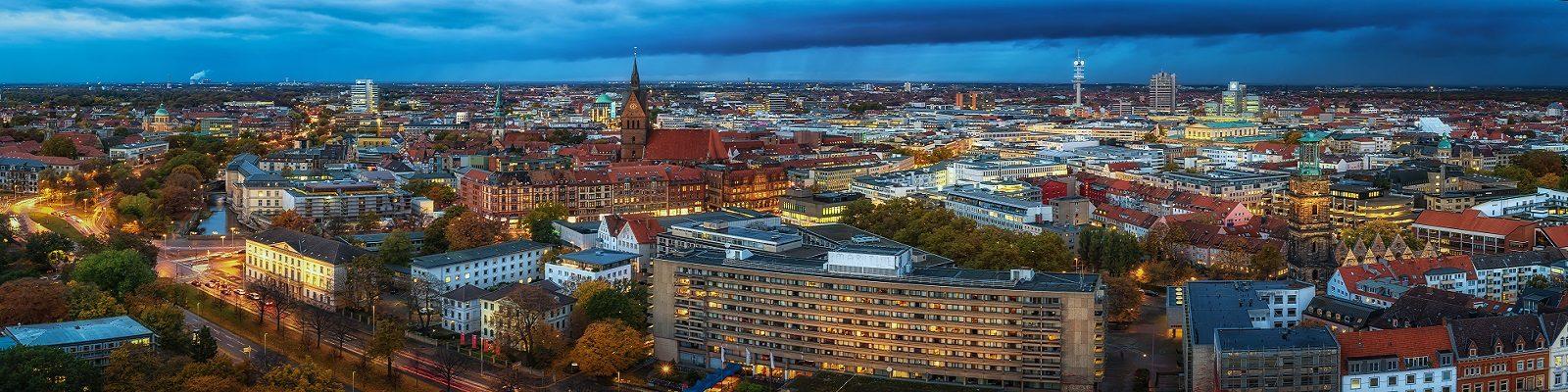 Blick über Hannover mit Innenstadt und Maschsee